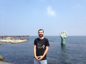 Hands of Harmony, denizdeki el