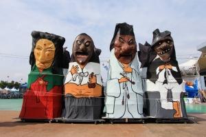 Maskeli heykeller